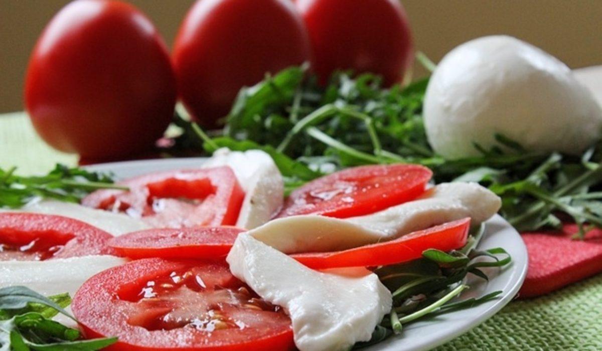 Caprese σαλάτα ενισχυμένη