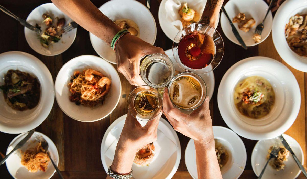 φαγητο με φίλους