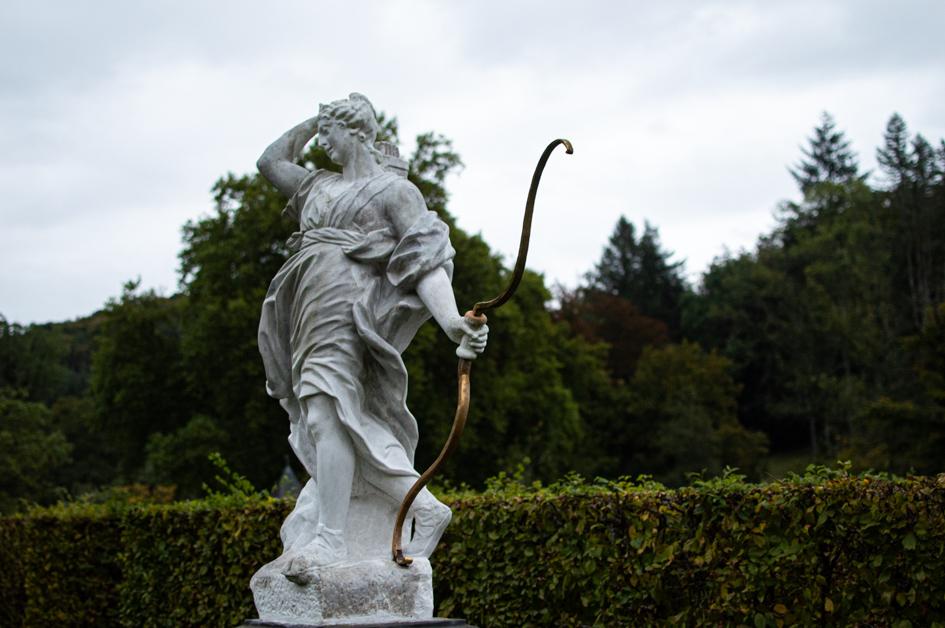 Μαρμάρινο άγαλμα στον κήπο